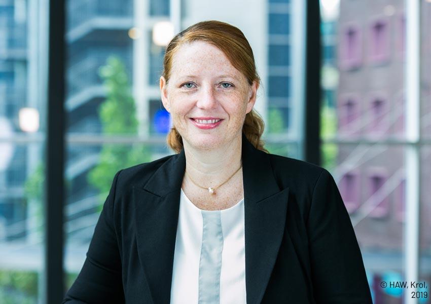 Porträt Prof. Dr. Corinna Petersen-Ewert